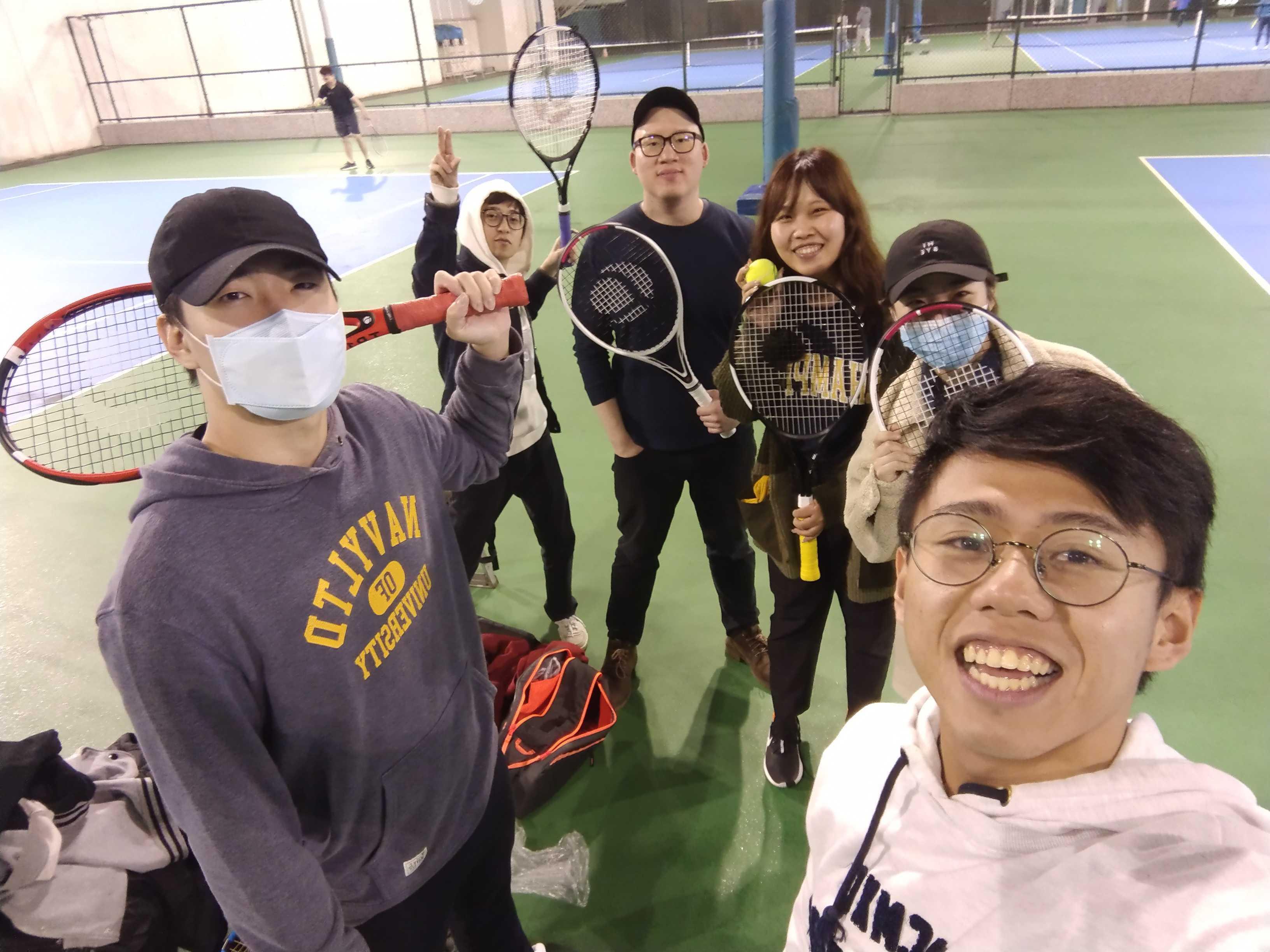 網球社打球